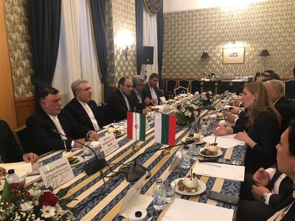 توافق بر سر تشکیل کمیته فنی مشترک در دیدار مونسان و وزیر گردشگری بلغارستان