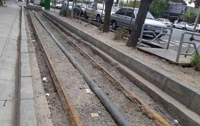 ریل ماشین دودی مرمت می گردد