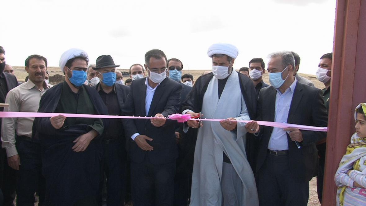 خبرنگاران 2 واحد دامداری و یک طرح عمران روستایی در هریس بهره برداری شد