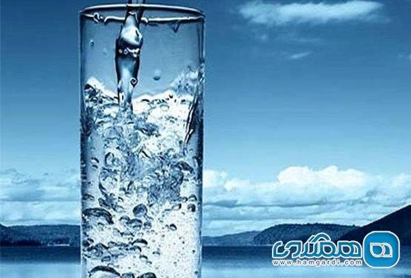 روزی 2 لیتر آب بنوشید تا کرونا درمان گردد
