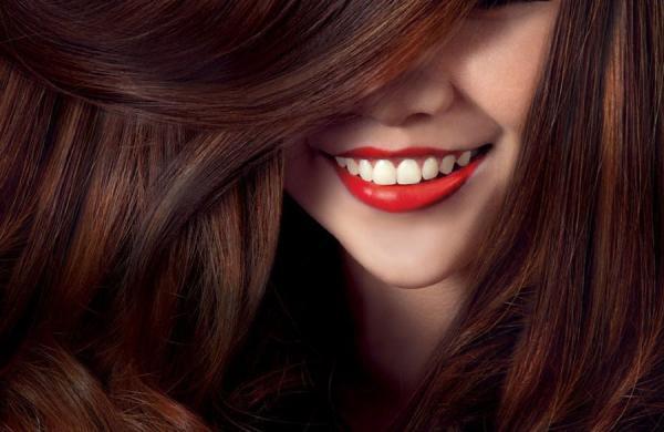 راهنمای کامل رنگ کردن مو در خانه مثل یک آرایشگر حرفه ای