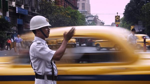 تور بمبئی: صحنه زیبایی که پلیس هند در خیابان رقم زد